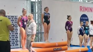 Matilde Chiti sul gradino più alto del podio nazionale del volteggio categoria LE3 Senior1